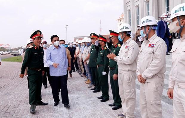 Dirigentes de Laos destacan calidad de sede parlamentaria obsequiada por Vietnam hinh anh 1