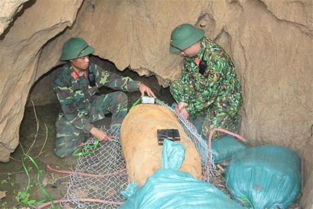 Desactivan en Vietnam bomba de 500 kilogramos remanente de guerra hinh anh 1