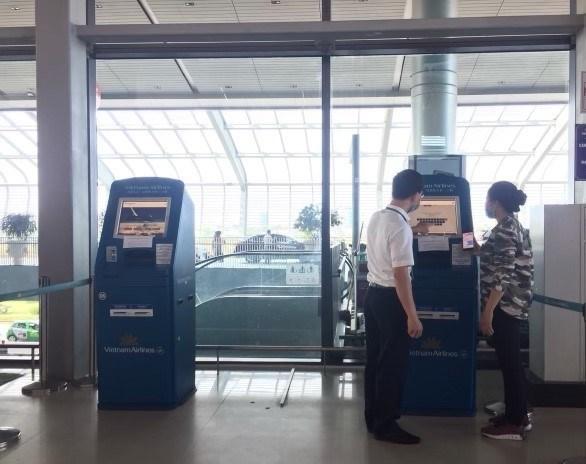 Vietnam Airlines lanza servicio de check-in en quiosco en el aeropuerto de Cat Bi hinh anh 1