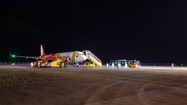 COVID-19: Aeropuerto vietnamita de Van Don reanuda vuelos internacionales hinh anh 1