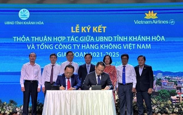 Vietnam Airlines y Khanh Hoa fomentan la cooperacion en el turismo hinh anh 1