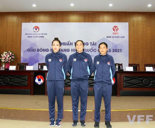 Participaran por primera vez tres arbitras vietnamitas en torneo de futbol profesional hinh anh 1
