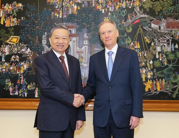 Aspira Vietnam a fortalecer cooperacion con Rusia en garantia de seguridad humana hinh anh 1