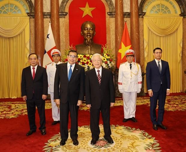 Recibe maximo dirigente de Vietnam a embajadores de Panama, Singapur e Indonesia hinh anh 1