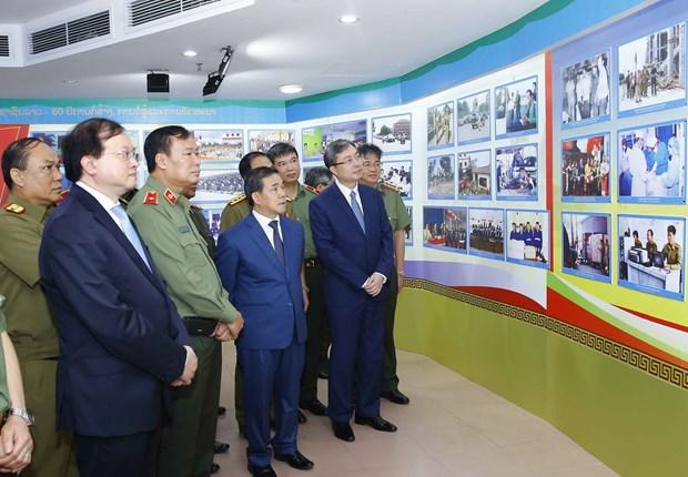 Exposicion estrecha los lazos entre Policias Populares de Laos y Vietnam hinh anh 2