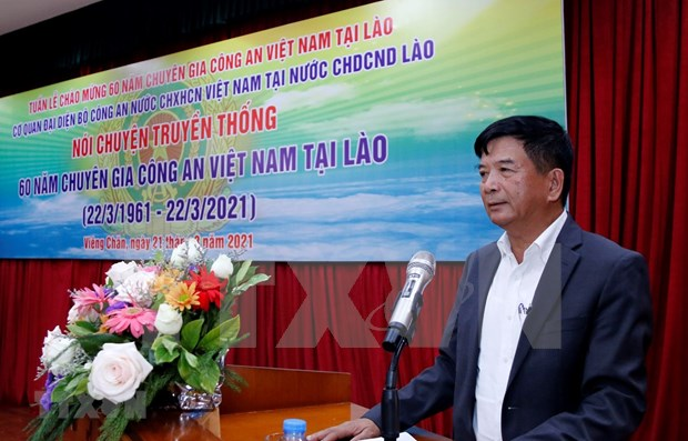 Celebran 60 aniversario del Dia de expertos policiales vietnamitas en Laos hinh anh 1