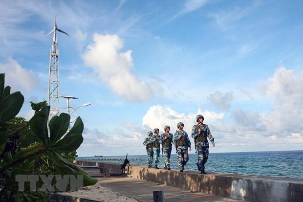 Consolidan la defensa y seguridad en areas fronterizas, mares e islas de Vietnam hinh anh 1