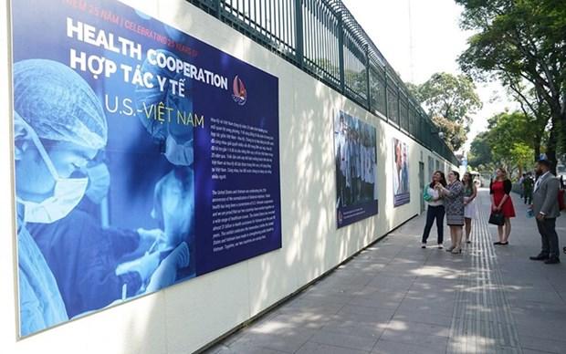 Exposicion fotografica en Vietnam resalta cooperacion con EE.UU. en esfera de la salud hinh anh 1