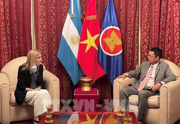 Telam dispuesta a fortalecer cooperacion con la Agencia Vietnamita de Noticias hinh anh 1