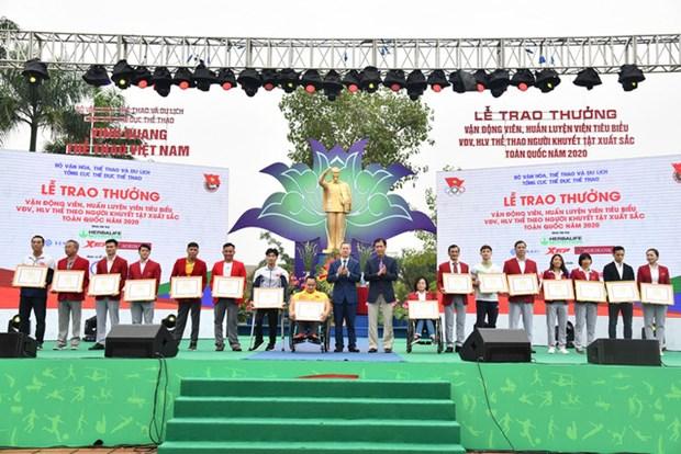Honran a deportistas y entrenadores destacados de Vietnam hinh anh 1