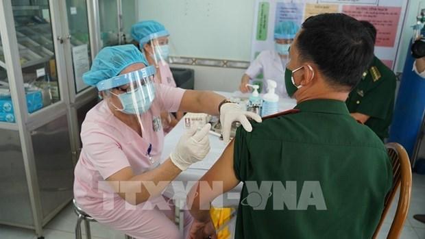 Vietnam destina 53,63 millones de dolares mas para la compra de vacuna contra COVID-19 hinh anh 1