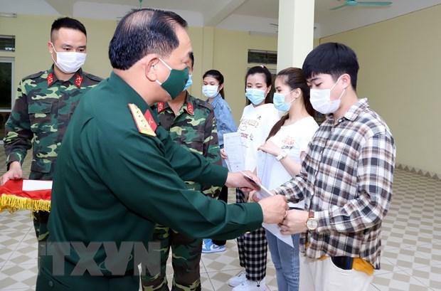 Ciudadanos vietnamitas repatriados desde Taiwan (China) cumplen periodo de cuarentena hinh anh 1
