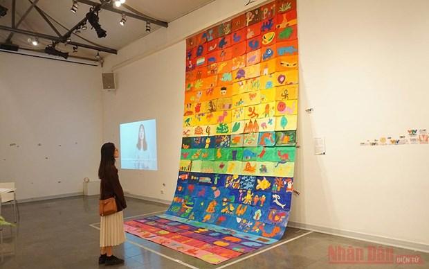 Exposicion de pinturas busca elevar concienciacion sobre autismo hinh anh 1