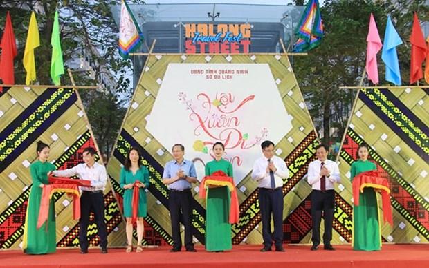 Celebran el Festival de Turismo Callejero de Ha Long hinh anh 1