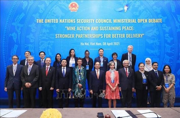 Vietnam preside reunion del Consejo de Seguridad de ONU sobre superacion de secuelas de minas hinh anh 1