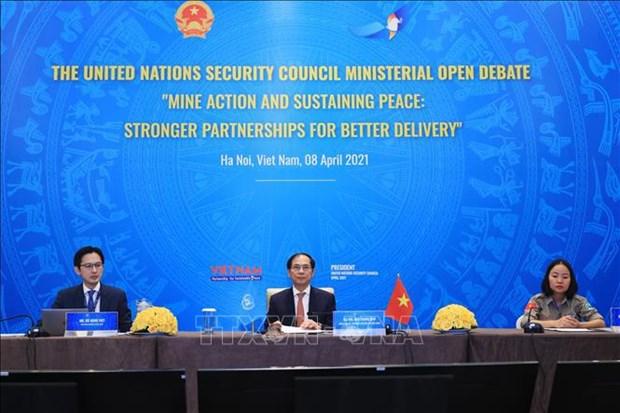 Vietnam preside reunion del Consejo de Seguridad de ONU sobre superacion de secuelas de minas hinh anh 2