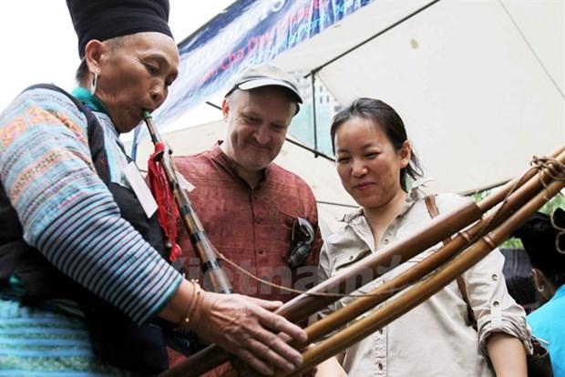 Atractivo festival del instrumento musical tradicional de los Mong en la meseta rocosa de Dong Van hinh anh 1