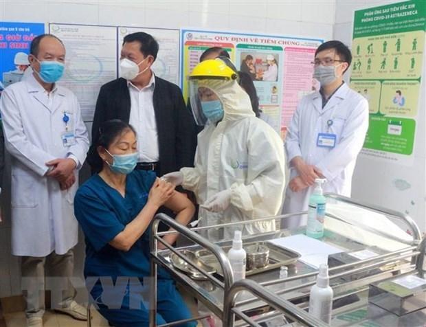 COVID-19: ocho ciudades y provincias finalizan primera fase de vacunacion hinh anh 1