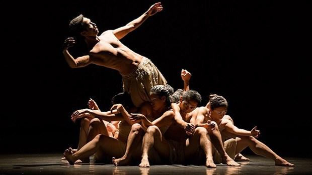 Presentaran en Hanoi espectaculo de danza contemporanea combinada con arte popular Tuong hinh anh 1