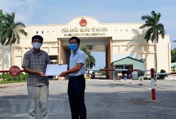 Provincia vietnamita de Kien Giang respalda a coterraneos en Camboya en medio del COVID-19 hinh anh 1