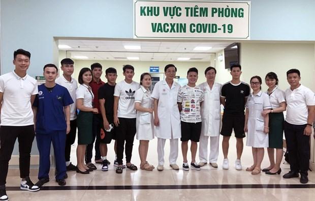 Seleccion nacional de futbol de Vietnam completa vacunacion contra el COVID-19 hinh anh 1