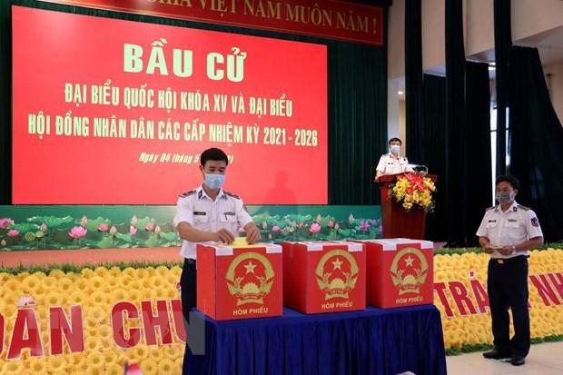 Organizan elecciones anticipadas en Vietnam para trabajadores en el mar hinh anh 1
