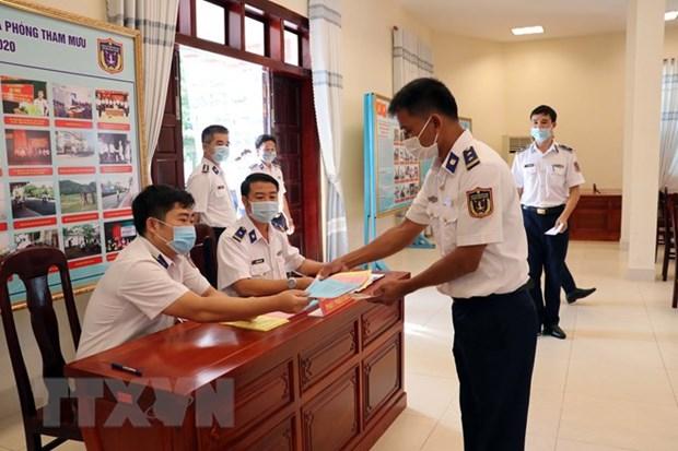 Organizan elecciones anticipadas en Vietnam para trabajadores en el mar hinh anh 2