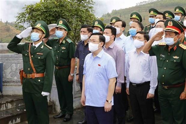 Presidente del Parlamento inspecciona preparativos para las elecciones en Ha Giang hinh anh 1