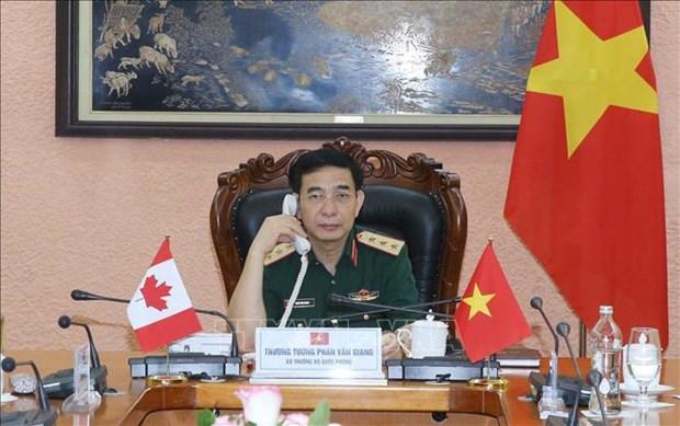 Vietnam y Canada acuerdan fortalecer nexos de cooperacion en defensa hinh anh 1