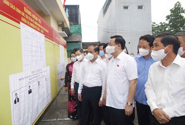 Dirigentes vietnamitas se reunen con votantes en localidades hinh anh 1