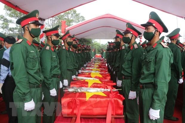 Rinden homenaje postumo a voluntarios vietnamitas caidos durante la guerra de Laos hinh anh 1