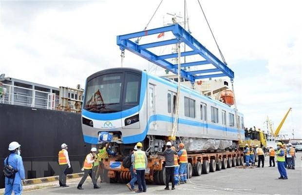 Ciudad Ho Chi Minh recibe a otros dos trenes para la linea 1 del metro hinh anh 1