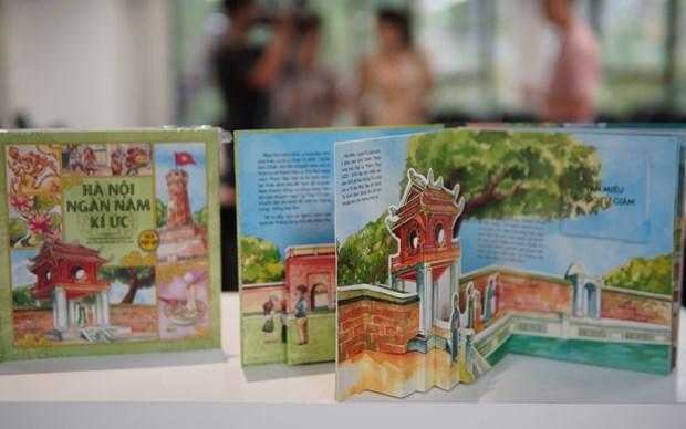 Reminiscencias de mil anos de Hanoi a traves de libro ilustrado 3D hinh anh 1