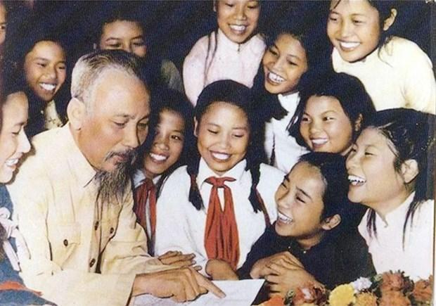Publican nuevo libro sobre Presidente Ho Chi Minh hinh anh 1