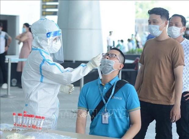 Realizan pruebas del COVID-19 a trabajadores del aeropuerto de ciudad vietnamita de Da Nang hinh anh 1
