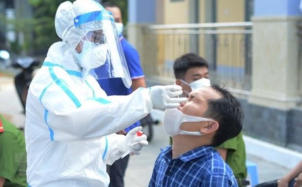 Premier vietnamita destaca importancia de participacion de pobladores en lucha contra el COVID-19 hinh anh 1