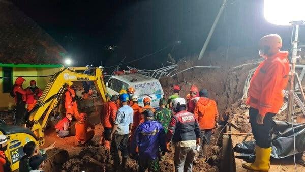 Alud provoca ocho muertos y un desaparecido en Indonesia hinh anh 1