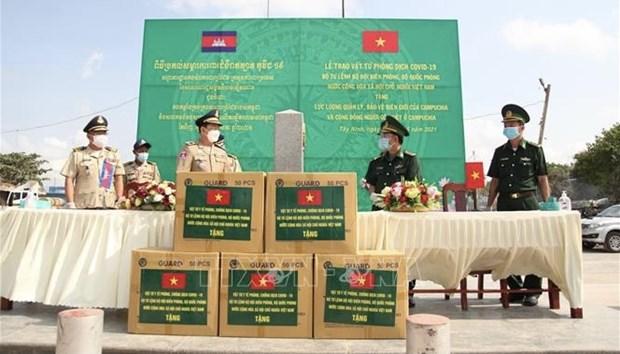 Provincia vietnamita ofrece asistencia medica a Camboya en medio del COVID-19 hinh anh 1