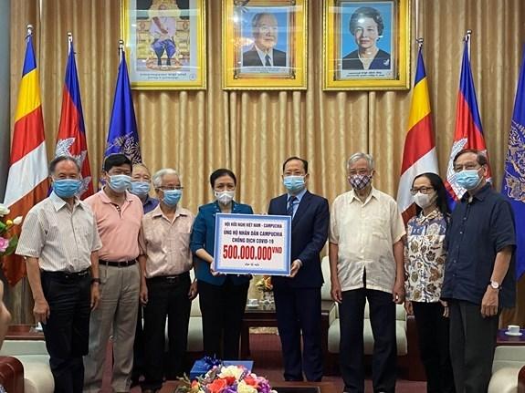Asociacion vietnamita de Amistad brinda ayuda a Camboya en la lucha contra el COVID-19 hinh anh 1