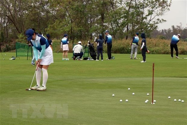 Hanoi cierra campos de golf para evitar la propagacion del COVID-19 hinh anh 1