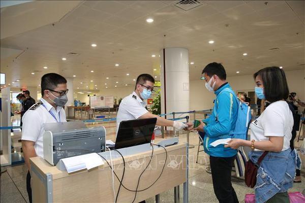 Vietnam restringe entrada de extranjeros ante complejizacion de COVID-19 hinh anh 1