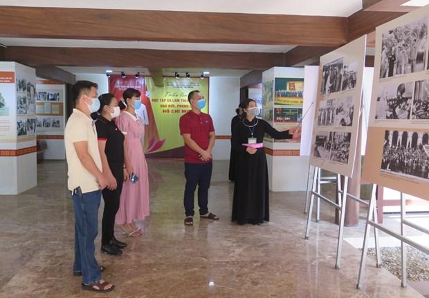 Efectuan exposicion fotografica sobre presidente Ho Chi Minh en provincia vietnamita de Thai Nguyen hinh anh 2