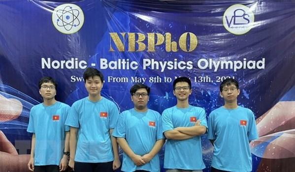 Estudiantes de Hanoi ganan medallas en Olimpiada de Fisica Nordica-Baltica hinh anh 1