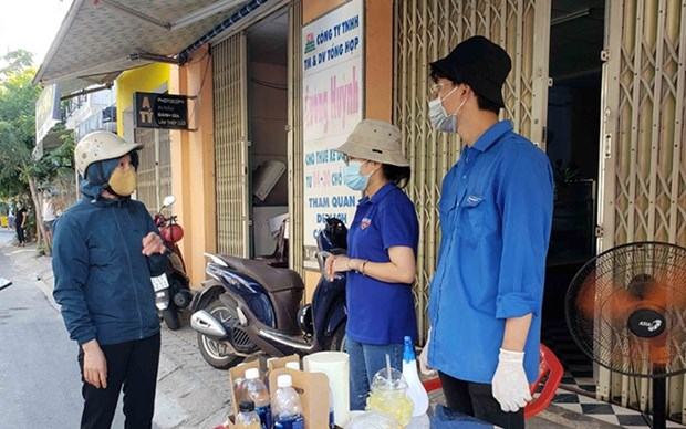 Miles de jovenes en Da Nang se ofrecen como voluntarios para enfrentar al COVID-19 hinh anh 1