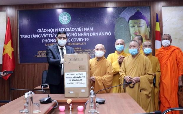 Sangha Budista de Vietnam dona equipos medicos a la India para hacer frente al COVID-19 hinh anh 1
