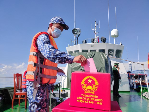 Organizan elecciones anticipadas para oficiales y soldados vietnamitas en las aguas de Bac Lieu hinh anh 1