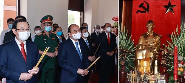 Rinden homenaje al Presidente Ho Chi Minh hinh anh 1