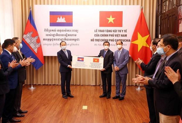 Ofrece Vietnam dispositivos medicos a Camboya hinh anh 1