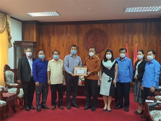 Comunidad vietnamita en Laos se une al gobierno local en lucha contra el COVID-19 hinh anh 1
