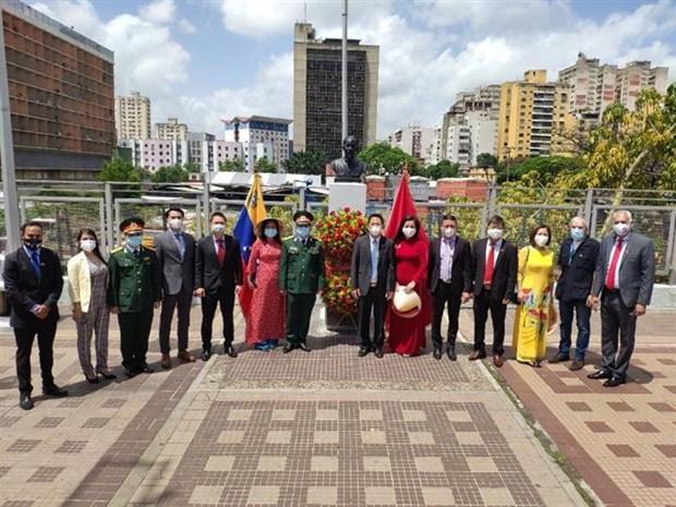 Conmemoran 131 aniversario de natalicio del Presidente Ho Chi Minh en Venezuela y Chile hinh anh 2